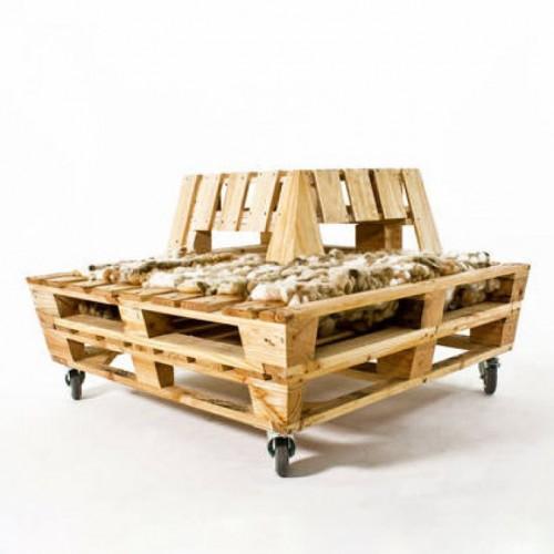 Кресло из поддонов оригинальное на колесиках
